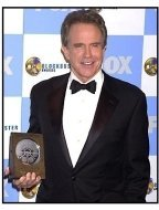 Warren Beatty backstage at the 2001 Blockbuster Entertainment Awards
