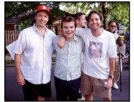 Shallow Hal movie still: Directors Bobby Farrelly (left) and Peter Farrelly flank Jack Black
