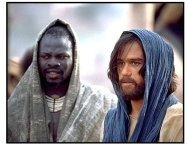 The Four Feathers movie still: Djimon Hounsou is Abou Fatma and Heath Ledger as Harry