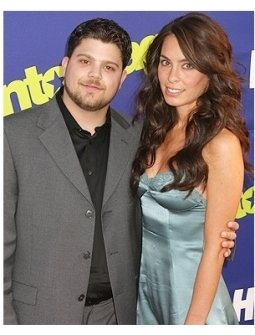 Entourage Season 3 Premiere Photos:  Jerry Ferrara and date