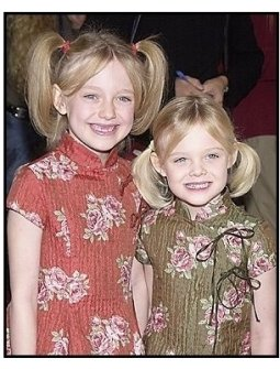"""Dakota Fanning and sister Elle at the """"Dr. Seuss' Cat in the Hat"""" premiere"""